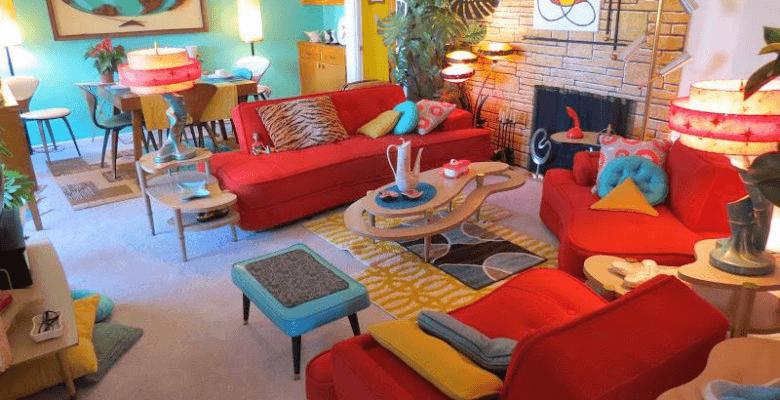 sala con colores llamativos