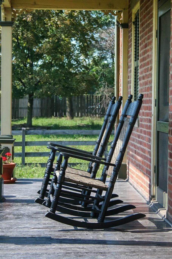 silla mecedora en el exterior