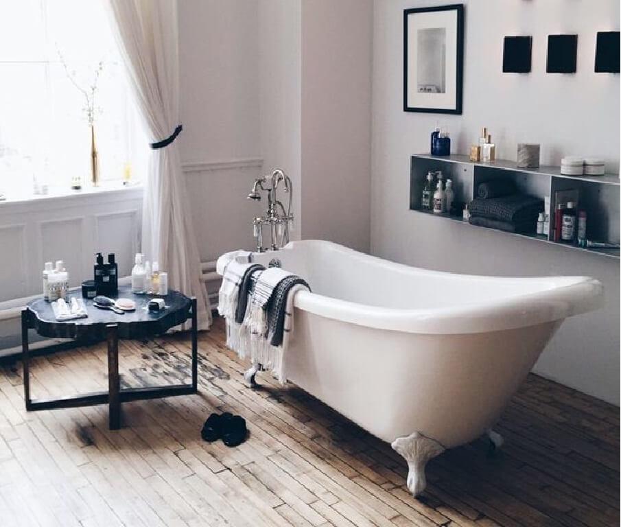 baño pequeño con tina